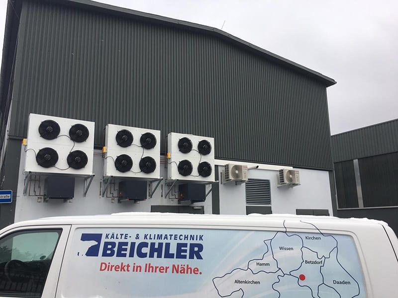 Außenanlagen von Klimatisierung einer EDV-Abteilung