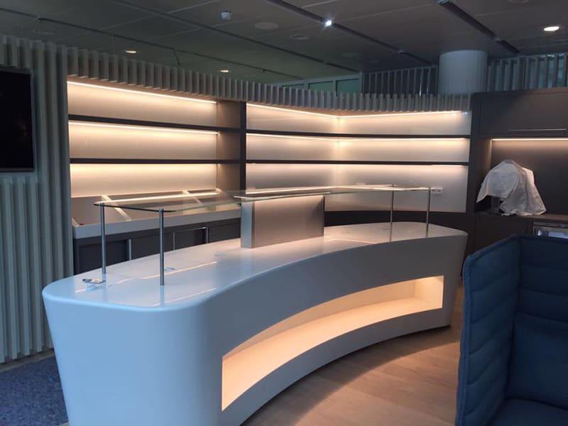 Kühltheke in Business-Lounge am Flughafen München