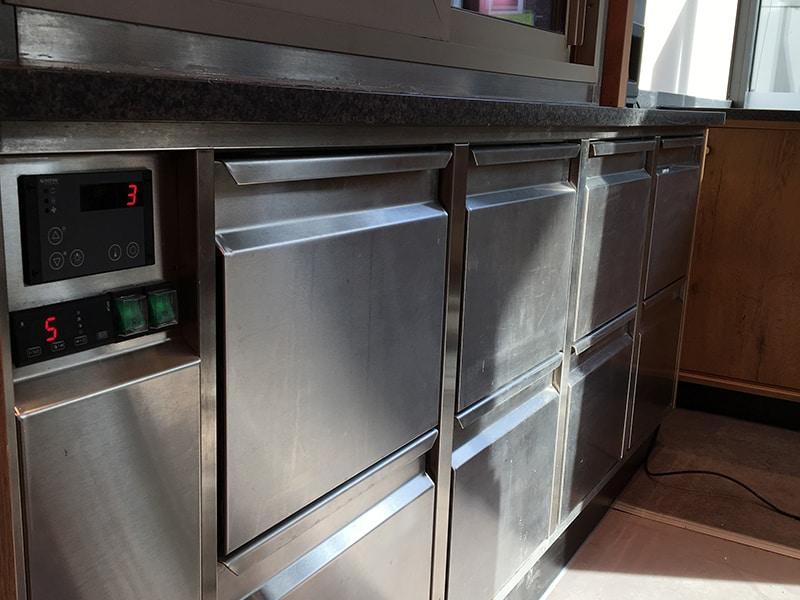 Kühltheke in einer Bar